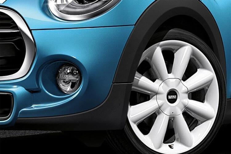 hatch-mbm5-18.jpg - 5 Door 1.5 Cooper D Chili Auto