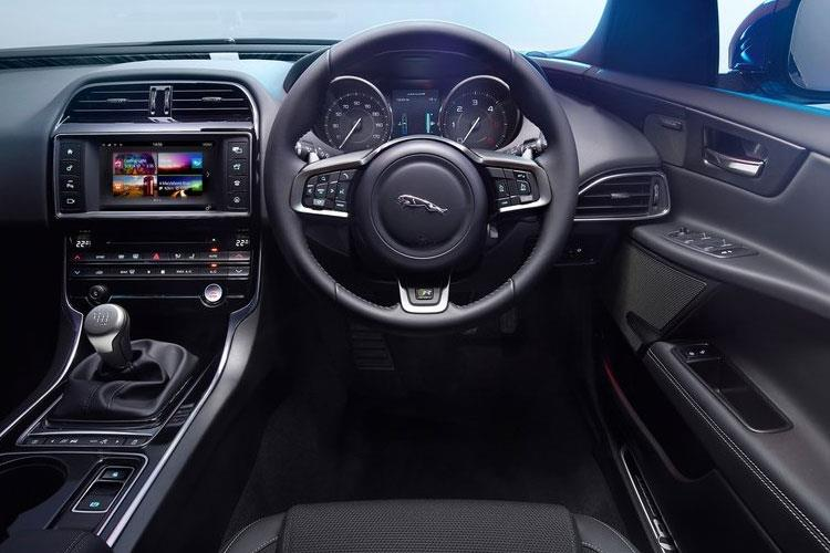xe-jaxe-19.jpg - Saloon 2.0i 200ps Prestige Auto