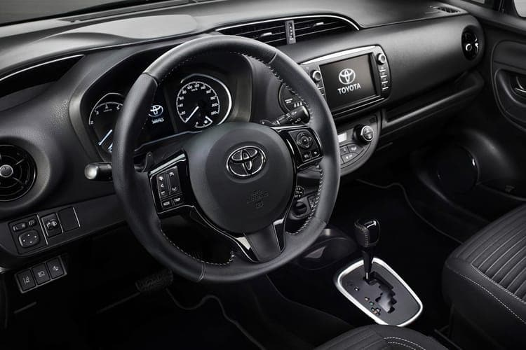 yaris-bi-tone-toib-18a.jpg - Yaris 5 Door 1.5 Hybrid Cyan Bi-tone Cvt